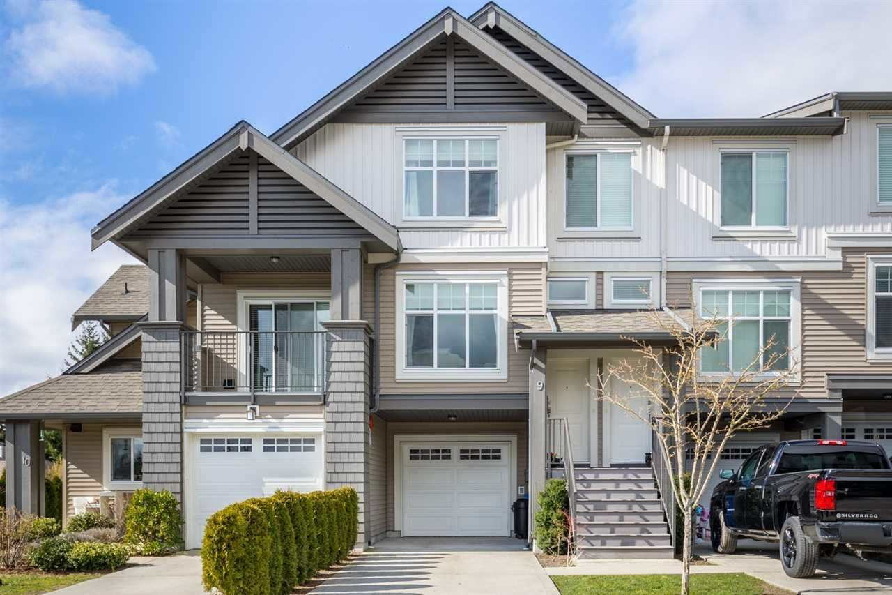 """Main Photo: 9 6233 TYLER Road in Sechelt: Sechelt District Townhouse for sale in """"THE CHELSEA"""" (Sunshine Coast)  : MLS®# R2580819"""