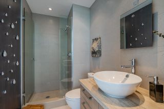 """Photo 11: 1702 1708 COLUMBIA Street in Vancouver: Mount Pleasant VW Condo for sale in """"Wall Centre False Creek"""" (Vancouver West)  : MLS®# R2580995"""