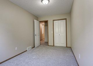 Photo 19: 17 Eversyde Court SW in Calgary: Evergreen Row/Townhouse for sale : MLS®# A1120200