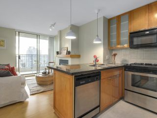 """Photo 2: 1606 989 RICHARDS Street in Vancouver: Downtown VW Condo for sale in """"MONDRIAN I"""" (Vancouver West)  : MLS®# R2122201"""