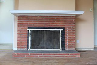 Photo 5: 221 Homer Rd in VICTORIA: SW Tillicum House for sale (Saanich West)  : MLS®# 829260