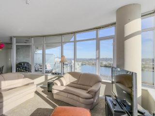 """Photo 4: 2501 888 CARNARVON Street in New Westminster: Downtown NW Condo for sale in """"MARINUS"""" : MLS®# R2115352"""