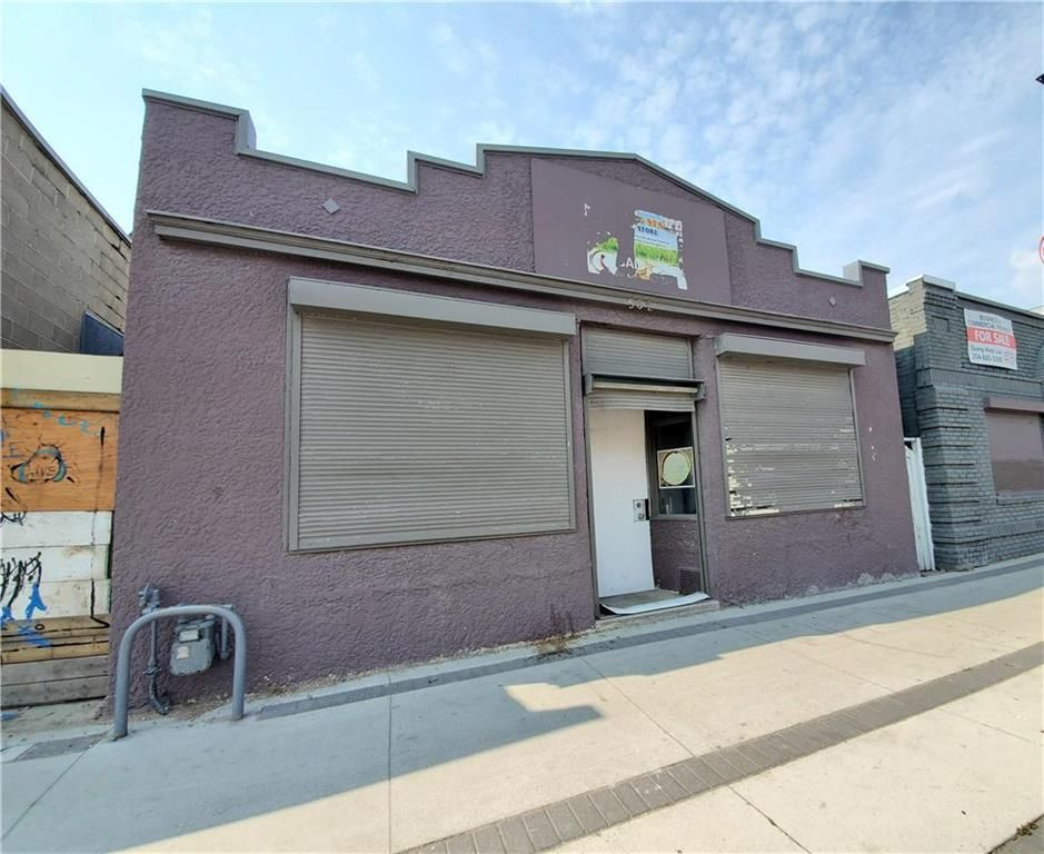 Main Photo: 502 Selkirk Avenue in Winnipeg: Industrial / Commercial / Investment for sale (4A)  : MLS®# 202117786