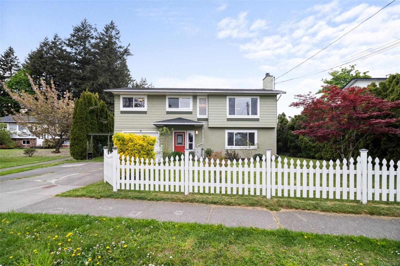 Main Photo: 7678 East Saanich Rd in : CS Saanichton House for sale (Central Saanich)  : MLS®# 877573