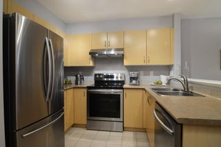 """Photo 2: 212 147 E 1ST Street in North Vancouver: Lower Lonsdale Condo for sale in """"The Coronado"""" : MLS®# R2136630"""
