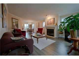 """Photo 2: 203 15439 100 Avenue in Surrey: Guildford Townhouse for sale in """"Plumtree Lane"""" (North Surrey)  : MLS®# F1404844"""