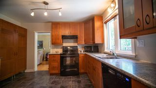 Photo 4: 10616 137 Street in Edmonton: Zone 11 House for sale : MLS®# E4253131