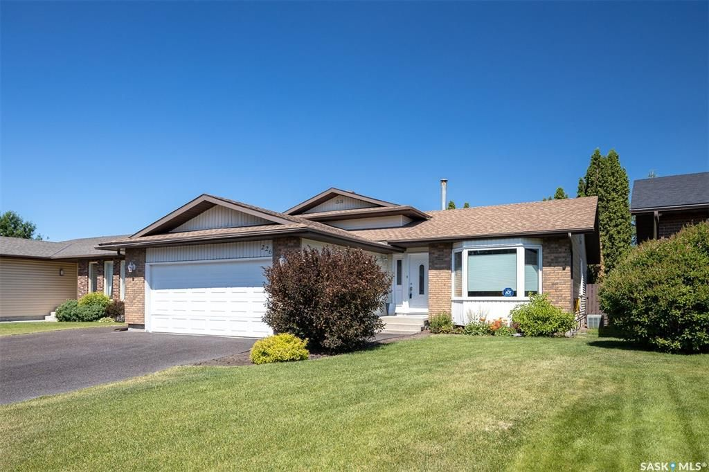 Main Photo: 226 Egnatoff Crescent in Saskatoon: Silverwood Heights Residential for sale : MLS®# SK861412