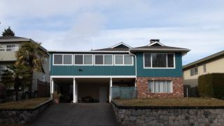Photo 3: 2349 ROSEDALE Drive in Vancouver: Fraserview VE House for sale (Vancouver East)  : MLS®# R2435966