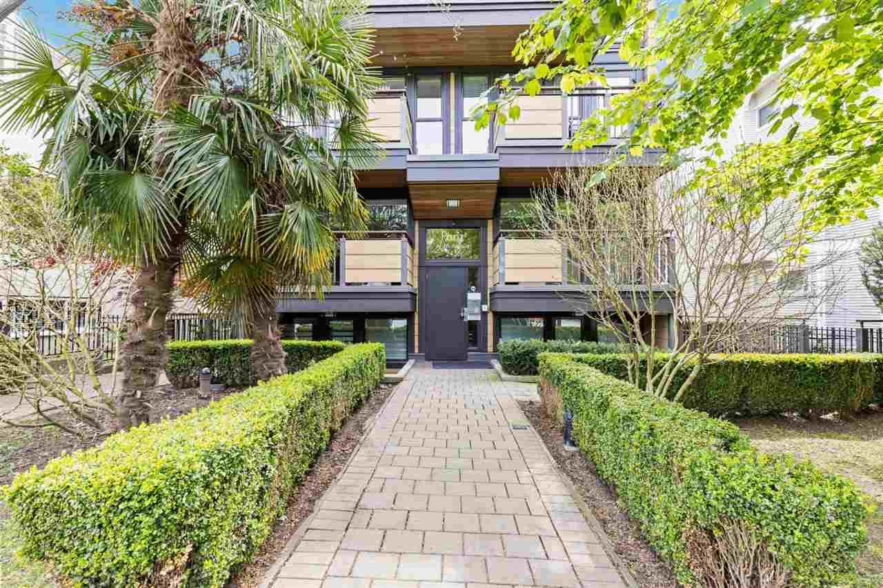 "Main Photo: 301 2436 W 4TH Avenue in Vancouver: Kitsilano Condo for sale in ""The Pariz"" (Vancouver West)  : MLS®# R2575423"