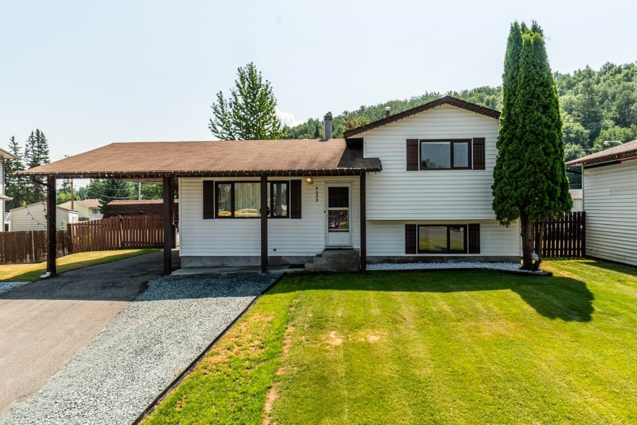 """Main Photo: 3023 CHRISTOPHER Crescent in Prince George: Pinecone House for sale in """"PINECONE / CHRISTOPHER CRES"""" (PG City West (Zone 71))  : MLS®# R2600031"""