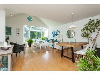 """Photo 1: 1137 ELM Street: White Rock Townhouse for sale in """"Marine Court"""" (South Surrey White Rock)  : MLS®# R2401346"""
