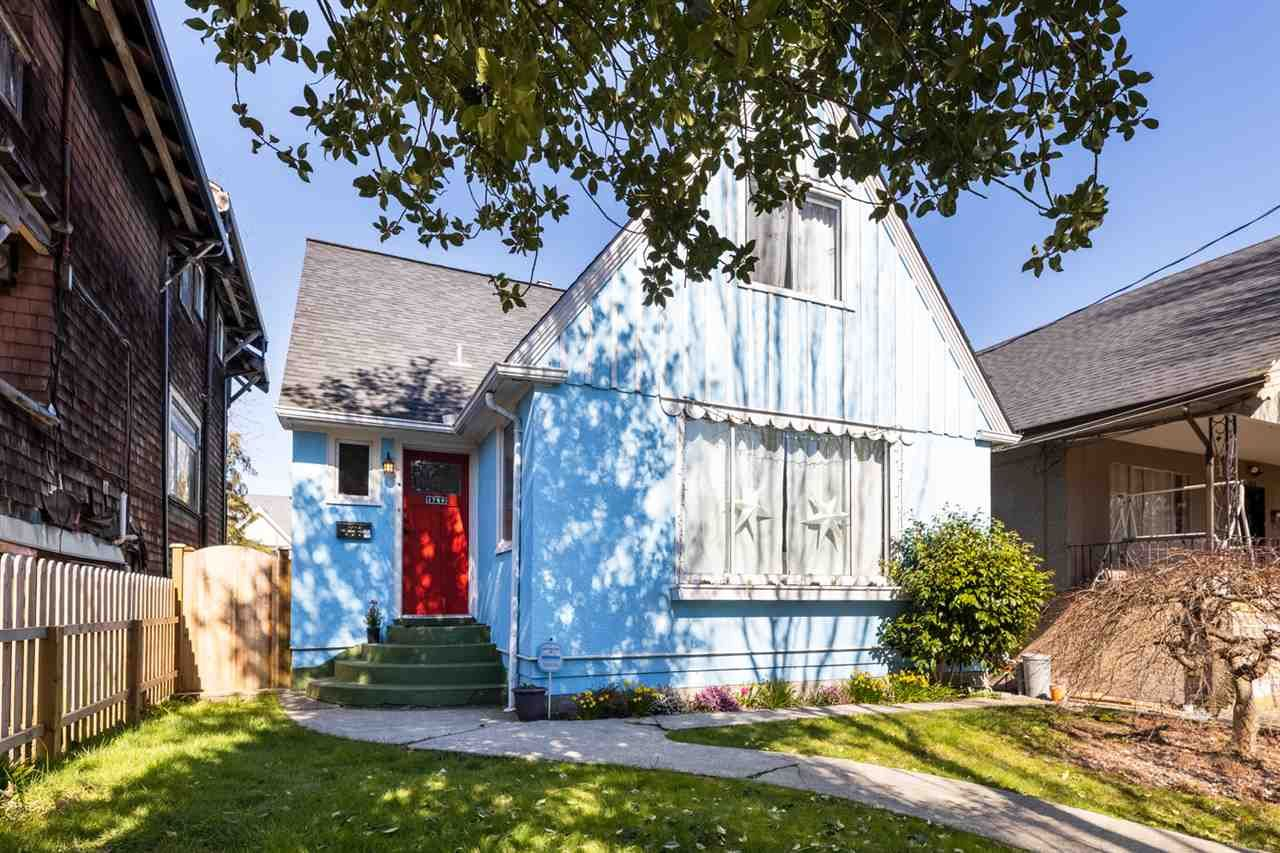 Main Photo: 1749 GRANT Street in Vancouver: Grandview Woodland House for sale (Vancouver East)  : MLS®# R2448906