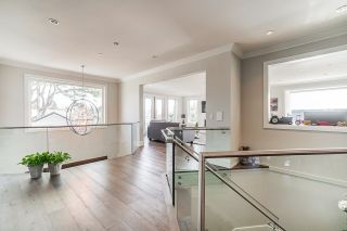 """Photo 3: 1551 ARCHIBALD Road: White Rock House for sale in """"West White Rock"""" (South Surrey White Rock)  : MLS®# R2605550"""