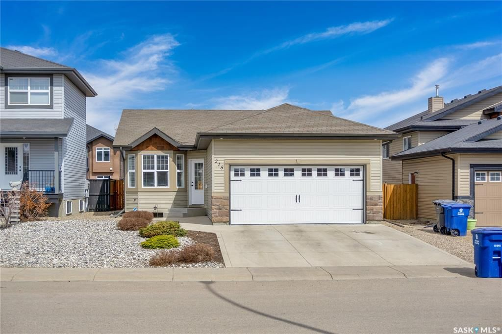 Main Photo: 215 Quessy Drive in Martensville: Residential for sale : MLS®# SK851676