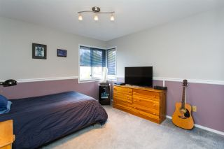 "Photo 15: 10447 GLENMOOR Place in Surrey: Fraser Heights House for sale in ""Fraser Glen"" (North Surrey)  : MLS®# R2406510"