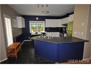 Photo 2: 846 Finlayson Street in Victoria: Vi Mayfair Strata Duplex Unit for sale : MLS®# 297312