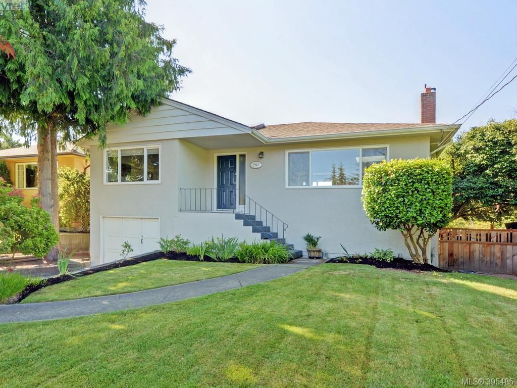 Main Photo: 1941 Carnarvon St in VICTORIA: SE Camosun House for sale (Saanich East)  : MLS®# 792937