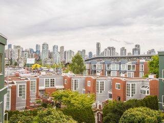 """Photo 5: 303 1540 MARINER Walk in Vancouver: False Creek Condo for sale in """"MARINER POINT"""" (Vancouver West)  : MLS®# V1121673"""