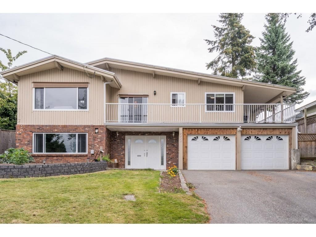 Main Photo: 2316 BEVAN Crescent in Abbotsford: Abbotsford West House for sale : MLS®# R2494415