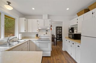 """Photo 13: 17210 62A Avenue in Surrey: Cloverdale BC House for sale in """"GREENAWAY"""" (Cloverdale)  : MLS®# R2559037"""