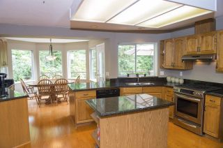 """Photo 4: 15 PARKGLEN Place in Port Moody: Heritage Mountain House for sale in """"HERITAGE MOUNTAIN"""" : MLS®# R2207752"""