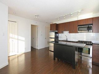 Photo 3: 902 1068 W Broadway Avenue in Vancouver: Fairview VW Condo for sale (Vancouver West)  : MLS®# V1097621