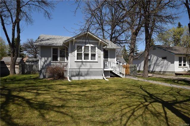 Main Photo: 19 Sherwood Place in Winnipeg: St Vital Residential for sale (2D)  : MLS®# 1812341