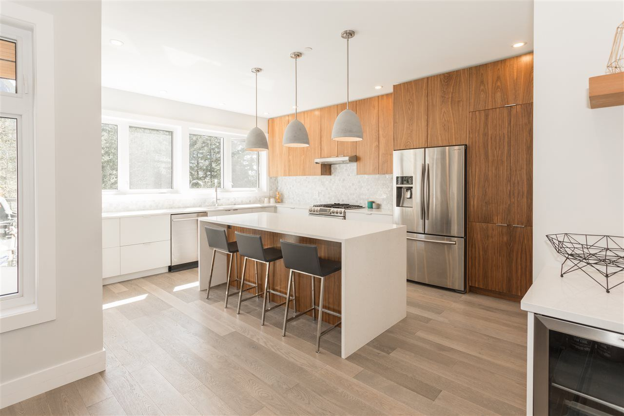 """Photo 5: Photos: 2252 WINDSAIL Place in Squamish: Plateau House for sale in """"Crumpit Woods"""" : MLS®# R2365036"""