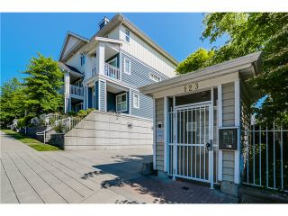 Photo 2: 45 123 Seventh Street in New Westminster: Uptown NW Townhouse for sale : MLS®# V1124444