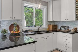Photo 2: 691 Springbok Rd in : CR Willow Point House for sale (Campbell River)  : MLS®# 876479