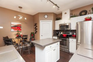 """Photo 2: 12 21579 88B Avenue in Langley: Walnut Grove Townhouse for sale in """"Carriage Park"""" : MLS®# R2439015"""