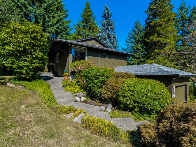 Main Photo: 1975 Alderlynn Drive in North Vancouver: Westlynn House for sale