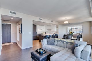 """Photo 7: 4202 4485 SKYLINE Drive in Burnaby: Brentwood Park Condo for sale in """"ALTUS AT SOLO"""" (Burnaby North)  : MLS®# R2316432"""