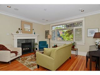 """Photo 2: 132 E 19TH Avenue in Vancouver: Main House for sale in """"MAIN STREET"""" (Vancouver East)  : MLS®# V1117440"""