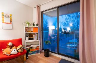 """Photo 15: 301 975 E BROADWAY in Vancouver: Mount Pleasant VE Condo for sale in """"SPARBROOK ESTATES"""" (Vancouver East)  : MLS®# R2565936"""