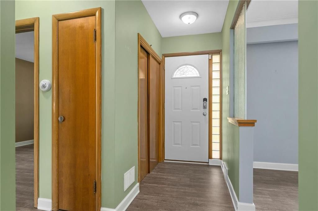 Photo 2: Photos: 9 Kenneth Street in Winnipeg: East Fort Garry Residential for sale (1J)  : MLS®# 202024668
