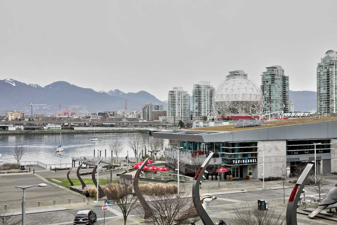 "Main Photo: 404 1625 MANITOBA Street in Vancouver: False Creek Condo for sale in ""SHORELINE @ THE VILLAGE ON FALSE CREEK"" (Vancouver West)  : MLS®# R2310552"