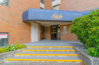 Photo 2: 402 4030 Quadra St in : SE High Quadra Condo for sale (Saanich East)  : MLS®# 884896