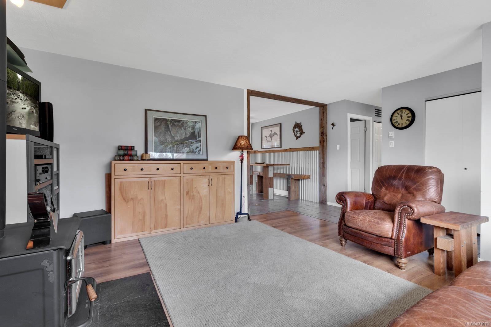 Photo 12: Photos: 1539 Chilcotin Cres in : CV Comox (Town of) House for sale (Comox Valley)  : MLS®# 871978