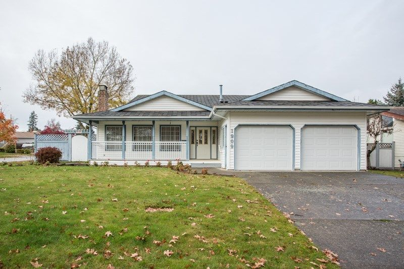 Main Photo: 1909 155 Street in Surrey: King George Corridor House for sale (South Surrey White Rock)  : MLS®# R2516765