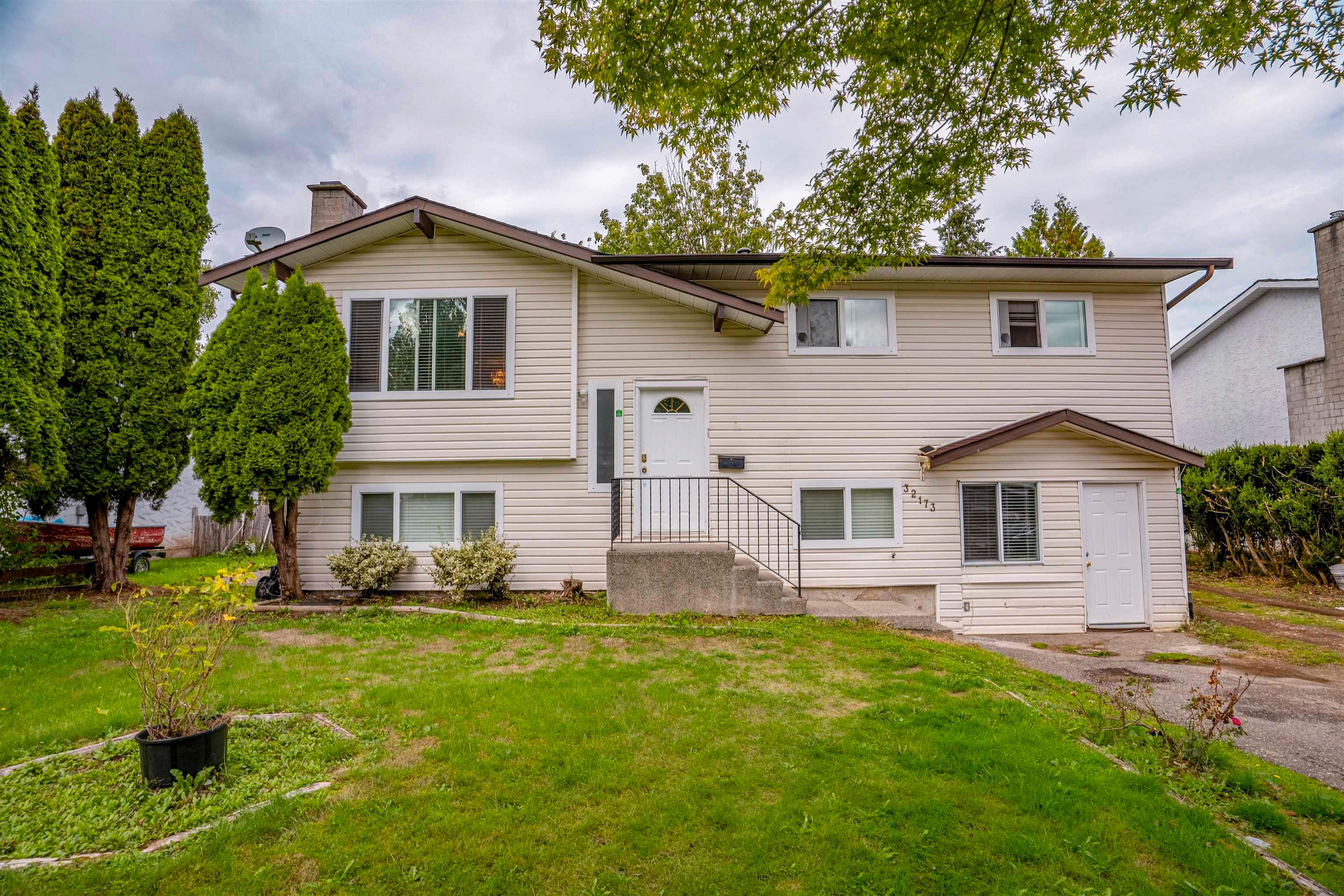 Main Photo: 32173 MOUAT Drive in Abbotsford: Abbotsford West House for sale : MLS®# R2622139