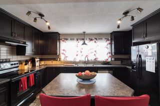 Photo 3: 5862 168A Avenue in Edmonton: Zone 03 House for sale : MLS®# E4262804