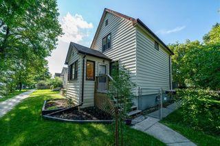 Photo 1: 39 ESSEX Avenue in Winnipeg: St Vital Residential for sale (2D)  : MLS®# 202120857