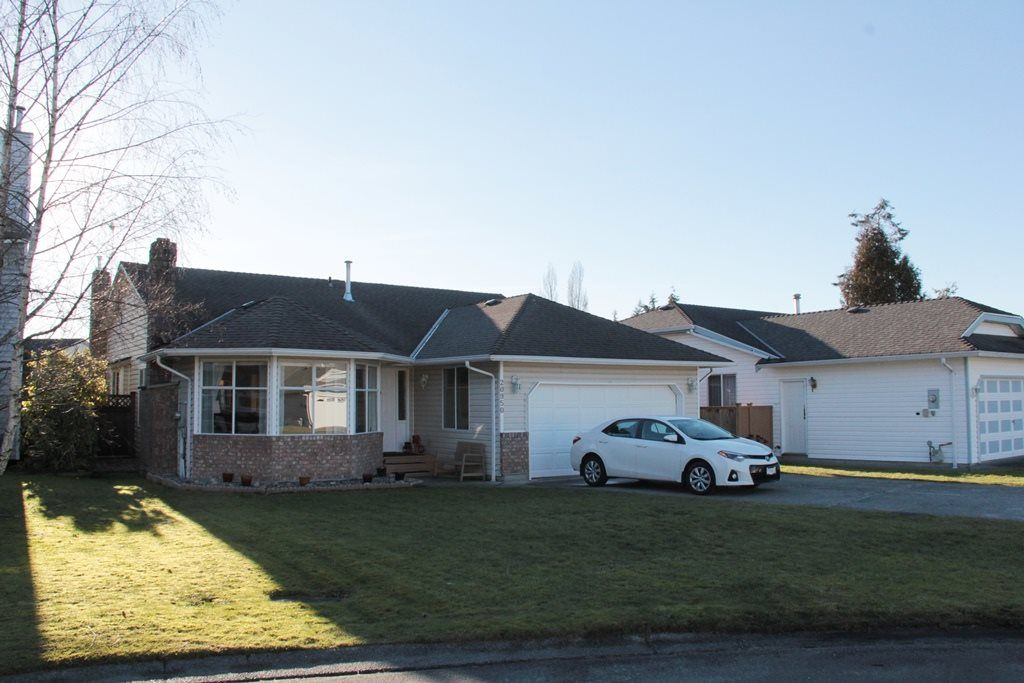 """Main Photo: 20950 50B Avenue in Langley: Langley City House for sale in """"Newlands"""" : MLS®# R2138822"""