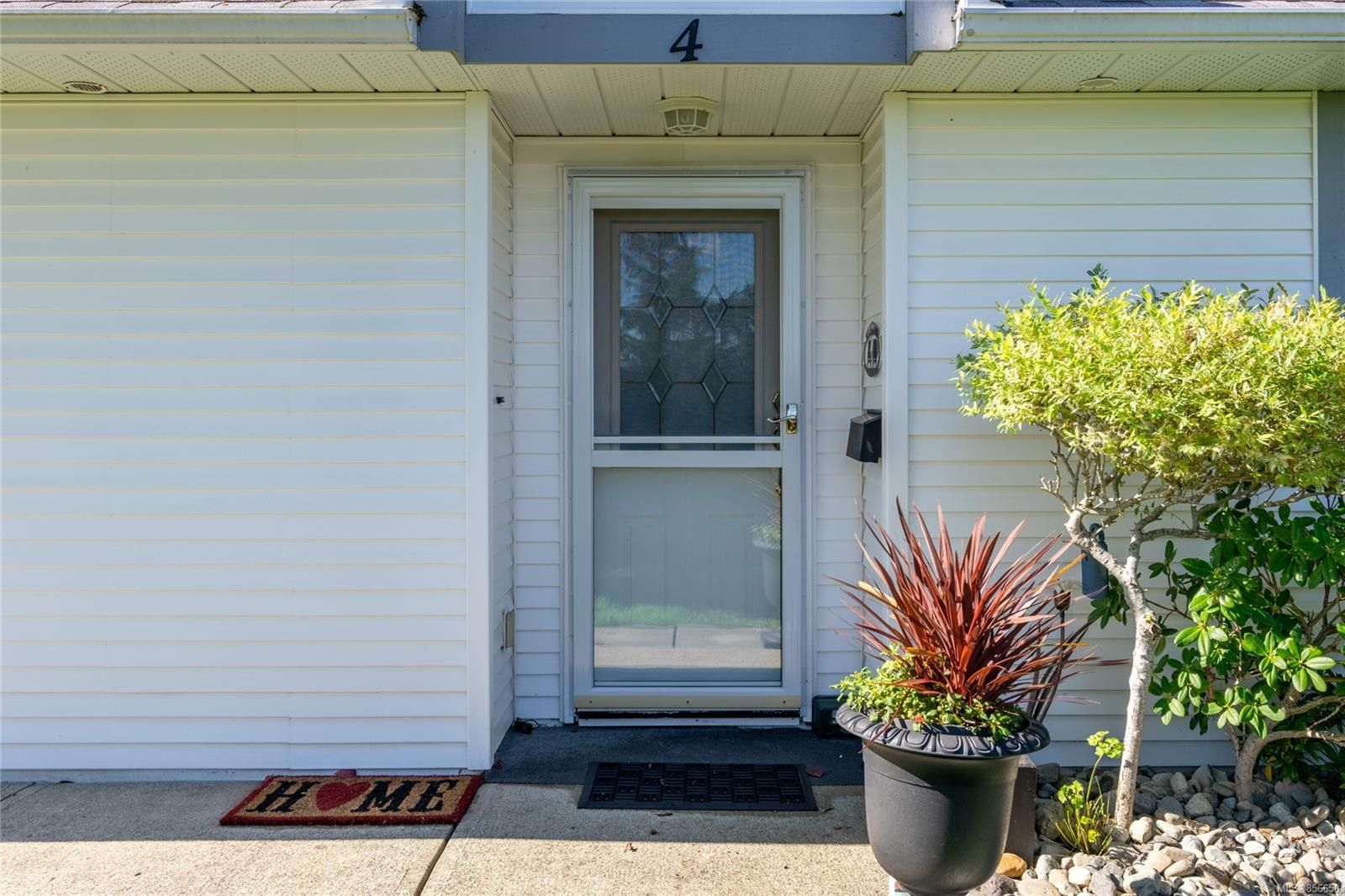 Photo 2: Photos: 4 305 Blower Rd in : PQ Parksville Row/Townhouse for sale (Parksville/Qualicum)  : MLS®# 856650