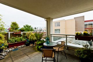"""Photo 7: 311 1978 VINE Street in Vancouver: Kitsilano Condo for sale in """"THE CAPERS BUILDING"""" (Vancouver West)  : MLS®# V954905"""