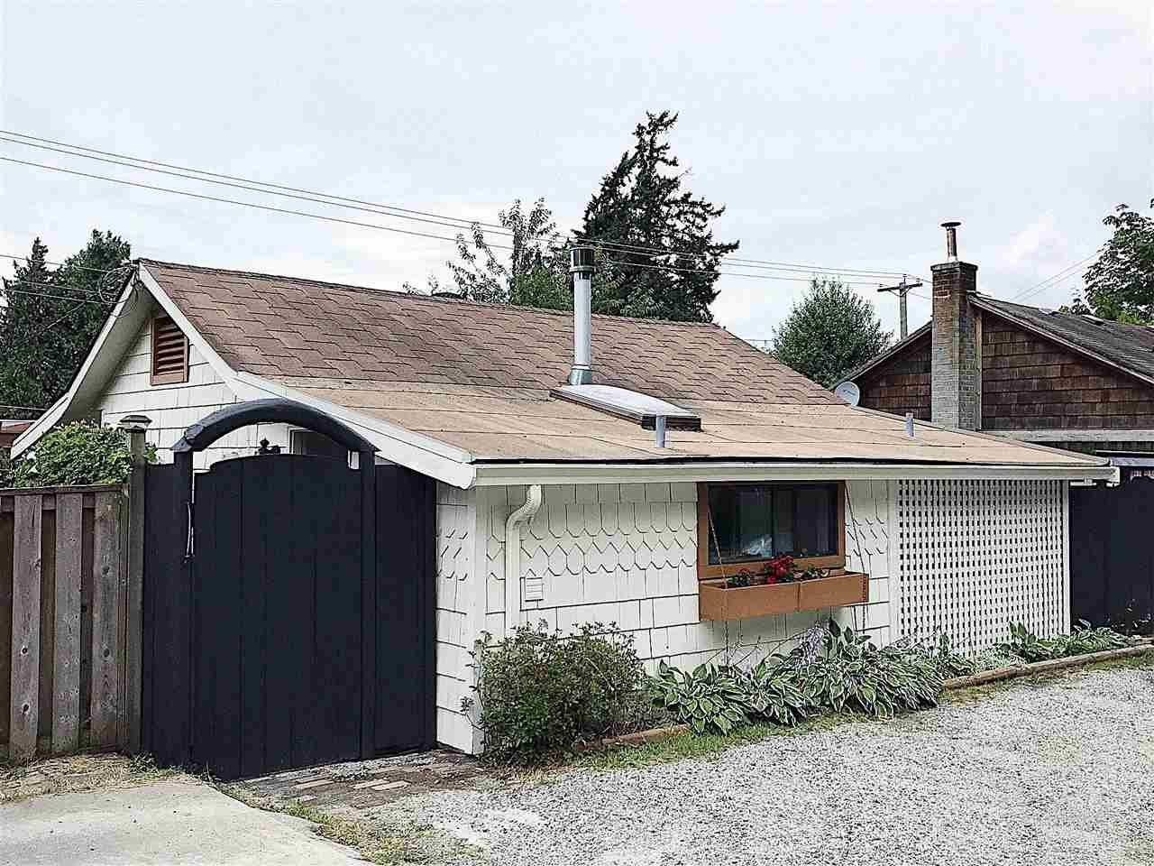 Main Photo: 5285 LITTLE Lane in Sechelt: Sechelt District House for sale (Sunshine Coast)  : MLS®# R2592580