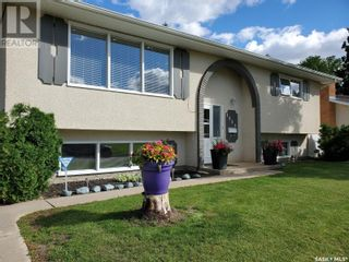 Photo 3: 1351 McKay DR in Prince Albert: House for sale : MLS®# SK870439
