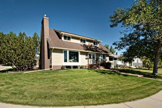 Photo 1: 3216 Lancaster Way SW in Calgary: Lakeview Detached for sale : MLS®# A1106512